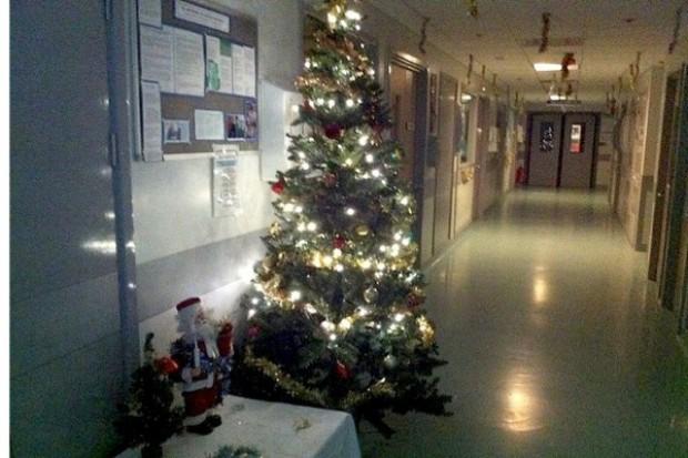"""Smutny, świąteczny zwyczaj: rodziny """"podrzucają"""" starszych krewnych do szpitala"""
