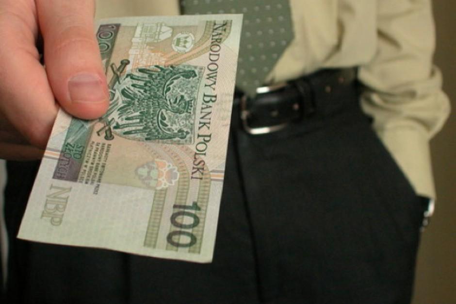 Rząd: dodatkowe 100 zł do świadczeń pielęgnacyjnych