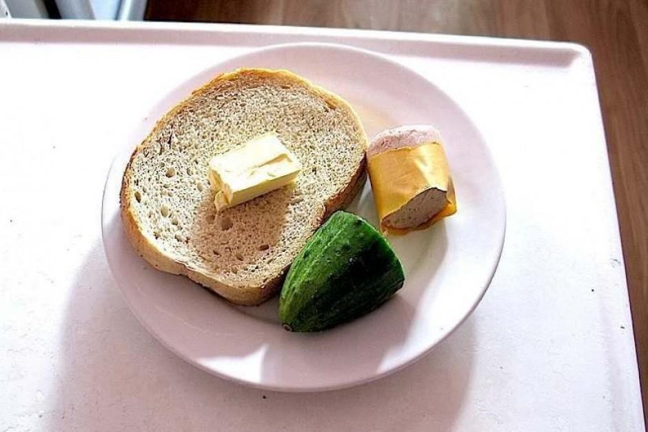 Domy Pomocy Społecznej stają przed dylematem: oszczędzać na żywieniu, czy na lekach?