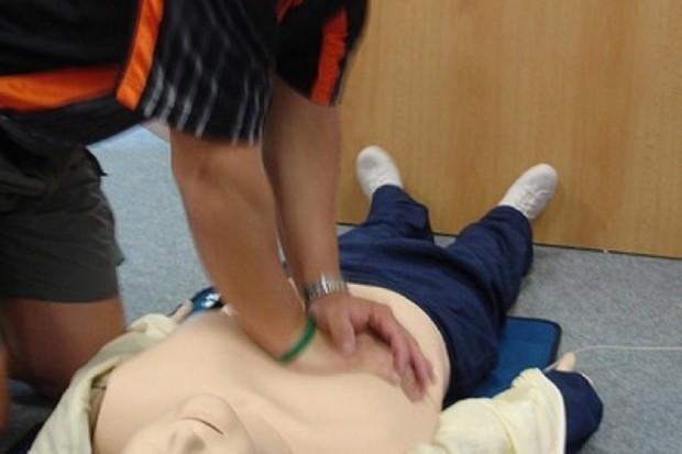 Wielkopolska: strażacy uczą dziennikarzy udzielania pierwszej pomocy