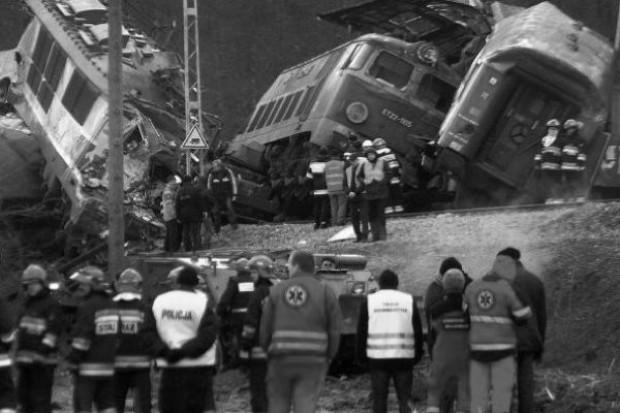Szczekociny: ratownicy kontynuują akcję w miejscu katastrofy, 49 osób w szpitalach