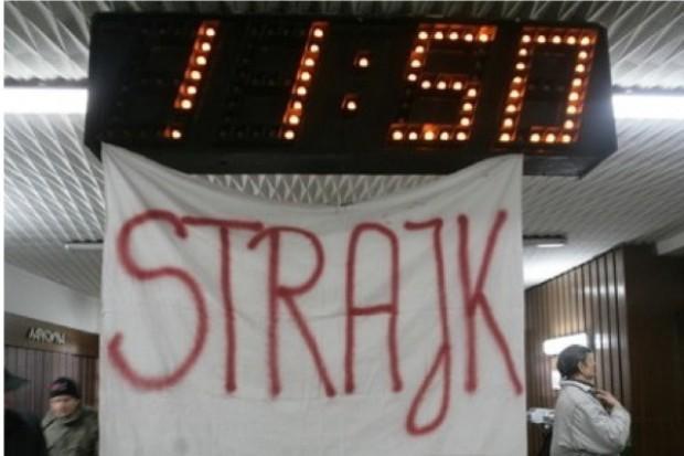 Konin: trwa strajk w szpitalu, 40 osób głoduje