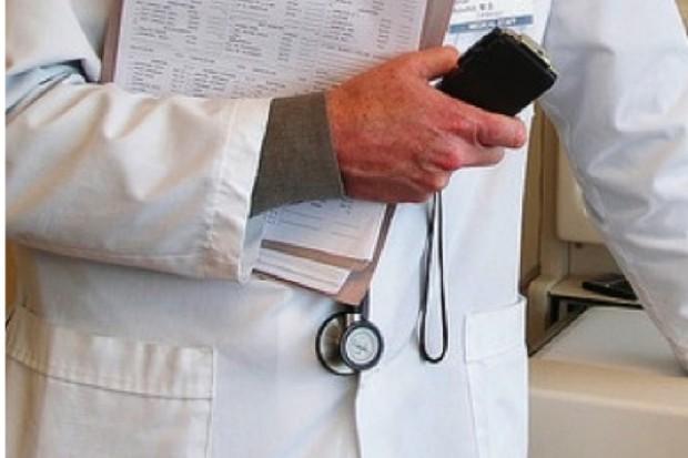 Wyniki badań: co drugi lekarz negatywnie ocenia możliwości rozwoju zawodowego