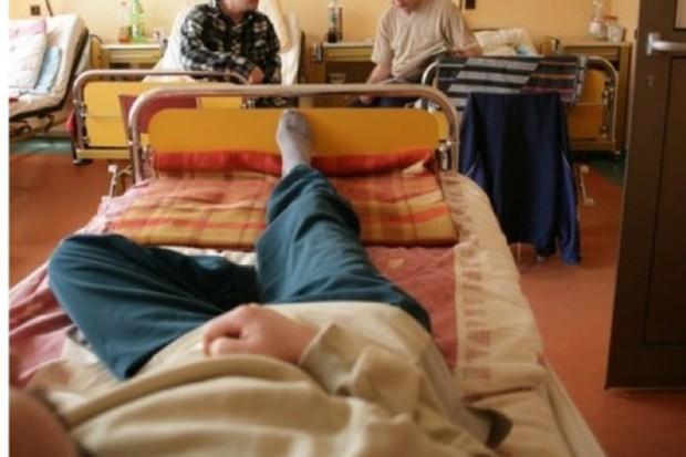 Nieubezpieczeni pacjenci w szpitalu - pieniądze za ich leczenie trudno odzyskać