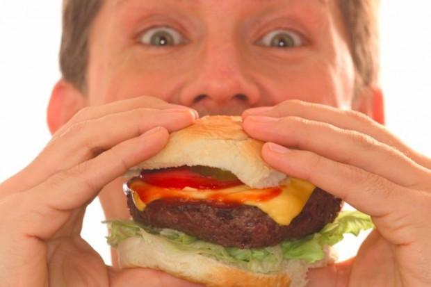 Badania: uczniowie coraz gorzej się odżywiają i tyją