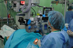 Katowice: chirurdzy-okuliści testują śródoperacyjny tomograf optyczny