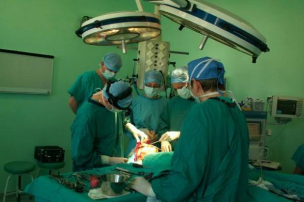 Olsztyn: skomplikowana operacja z zastosowaniem wyciągu naczaszkowego