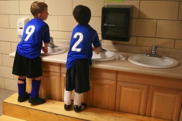 Warmińsko-Mazurskie: coraz więcej szkół zapewnia uczniom ciepłą wodę