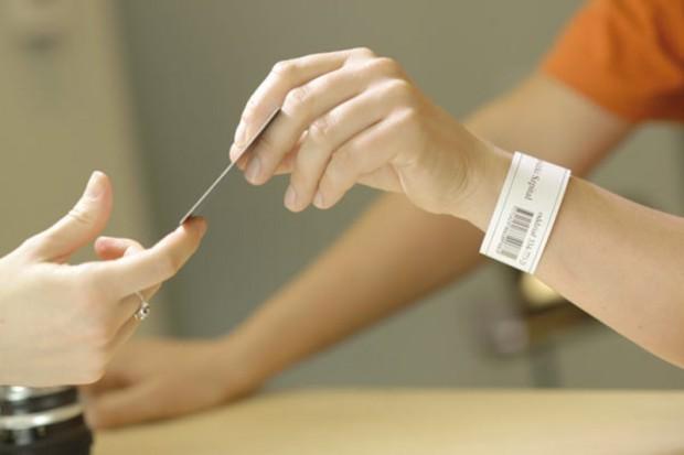 Nowy Sącz: opaski identyfikacyjne pacjentów będą, ale później