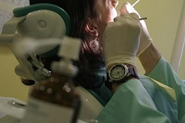 Resort zdrowia zlecił monitorowanie stanu zdrowia jamy ustnej