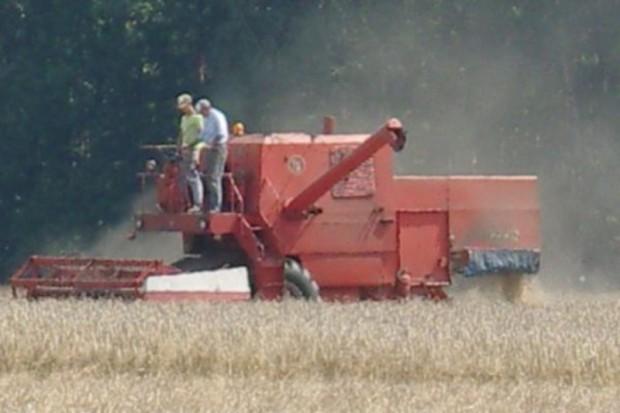 Białystok: Inspekcja Pracy apeluje do rolników o ostrożność przy żniwach