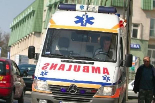 Łódzkie: śmierć pacjentki po zderzeniu karetki z tirem