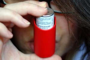 Słaba kontrola astmy u dzieci ze współistniejącym alergicznym zapaleniem błony śluzowej nosa