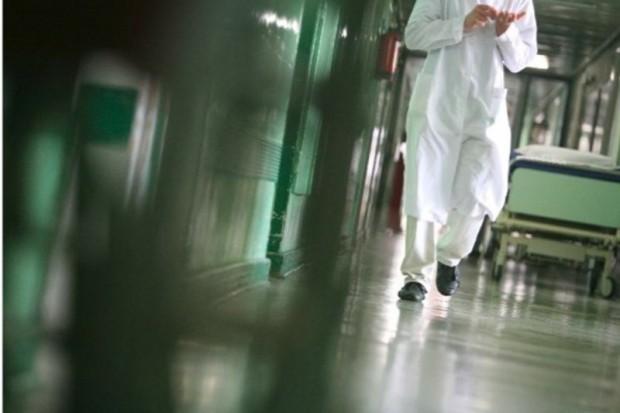 Radom: UDZ wyłączył windę - pacjentów trzeba nosić po schodach