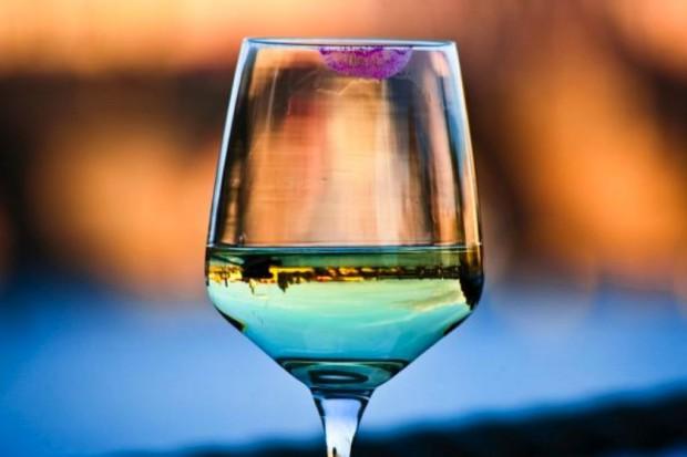 Mężatki piją więcej, żonaci mniej