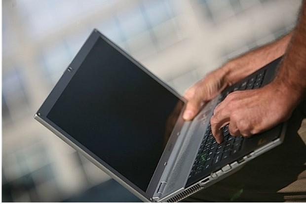 Warszawa: 2 tys. laptopów dla wykluczonych cyfrowo niepełnosprawnych