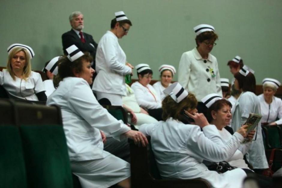Pielęgniarki żądają podwyżek. Ile teraz zarabiają?