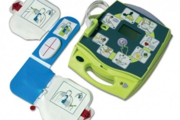 """Trwa kampania społecznia """"AED + Ty = Życie"""", czyli defibrylator w kinie"""