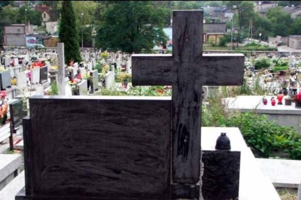 Piekary Śląskie: podopieczni warsztatów terapii zajęciowej posprzątają groby