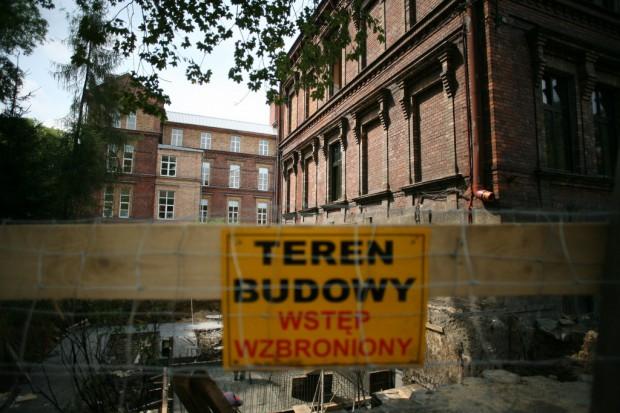 Wrocław: miasto wystawia na sprzedaż budynki po lecznicach