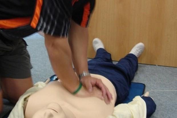 Uczniowie z powiatu olsztyńskiego uczą się udzielania pierwszej pomocy