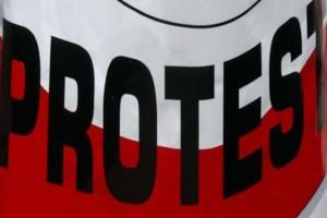 Protest pracowników sanepidu przed kancelarią premiera