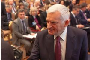 Apelują do Jerzego Buzka o przywrócenie szkół średnich dla pielęgniarek