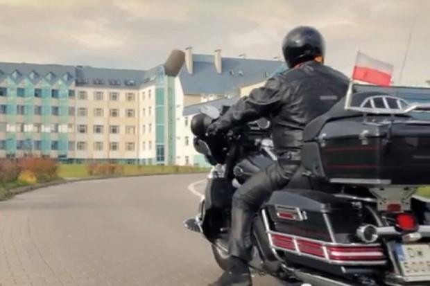 Wrocław: ASK zaskoczył filmem promocyjnym z dyrektorem na Harleyu