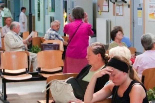 Pacjenci abonamentowi też czekają w kolejkach
