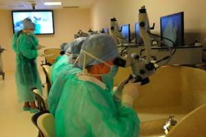 Kajetany: lekarze z zagranicy szkolili się, jak wszczepiać implanty