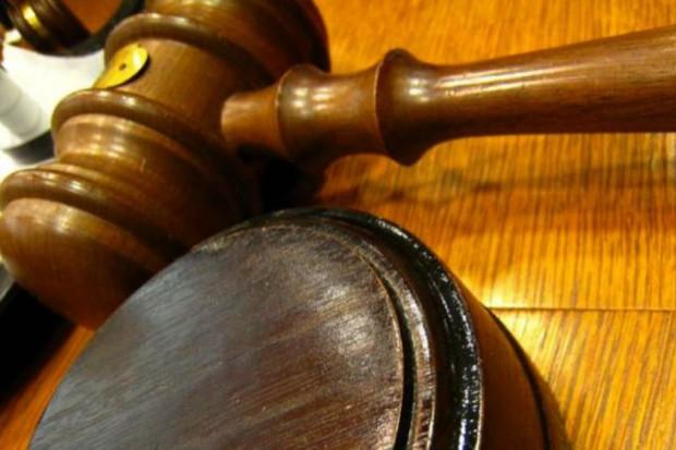 Podlaskie: kara grzywny za chustę w brzuchu operowanego