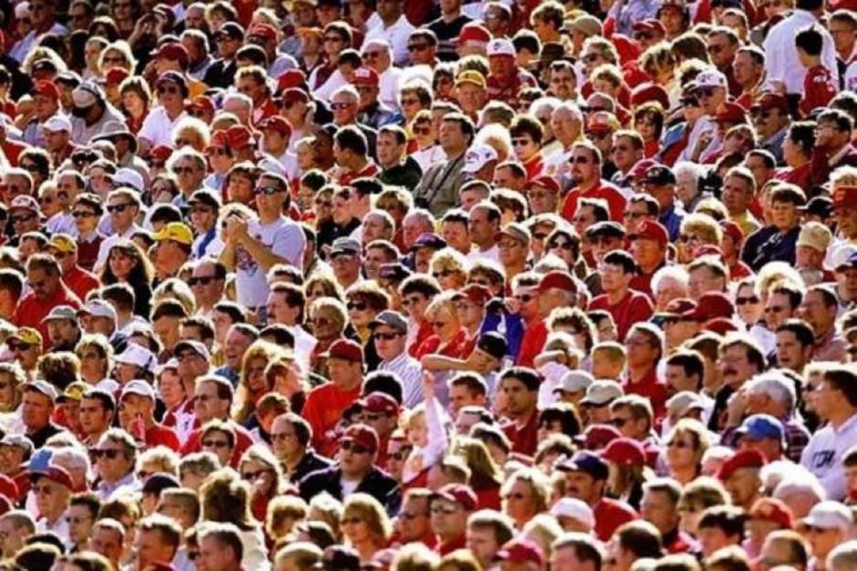 Raport NIZP-PZH: żyjemy coraz dłużej, ale wciąż krócej od pozostałych mieszkańców UE