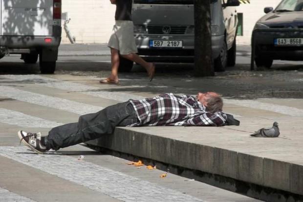 Sejm: będą DPS-y dla osób z problemem alkoholowym?