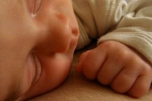 Raport: rozłąka niemowlęcia z matką prowadzi do zaburzeń rozwoju
