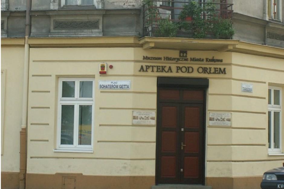 zabytkowe meble z apteki pozostan� w bielskubia�ej po