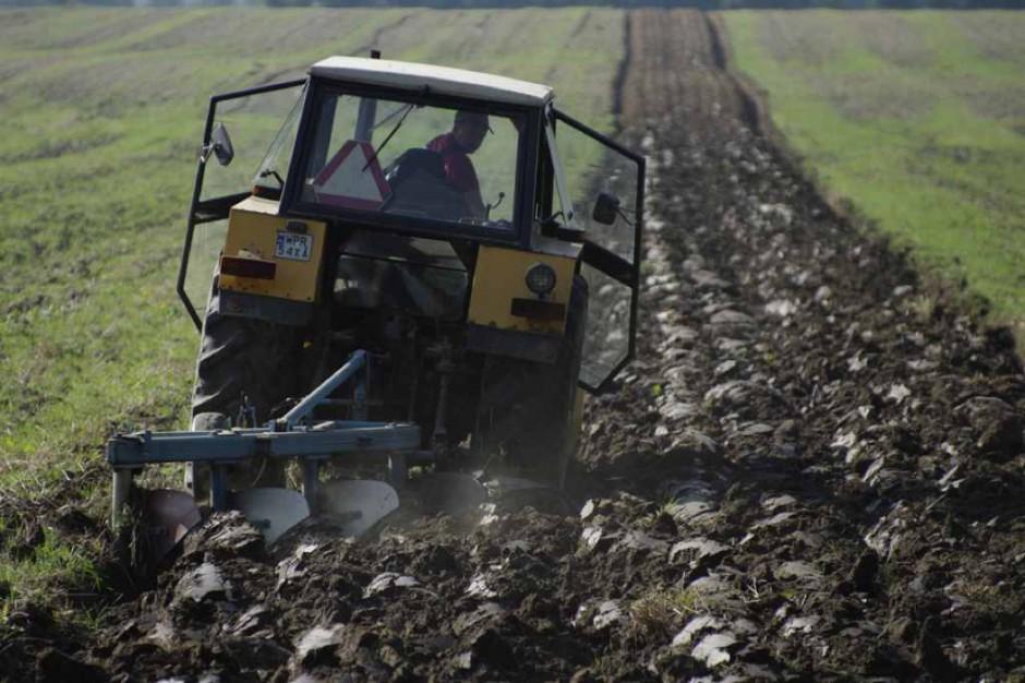 MZ chce przedłużyć obowiązywanie ustawy o składce zdrowotnej rolników