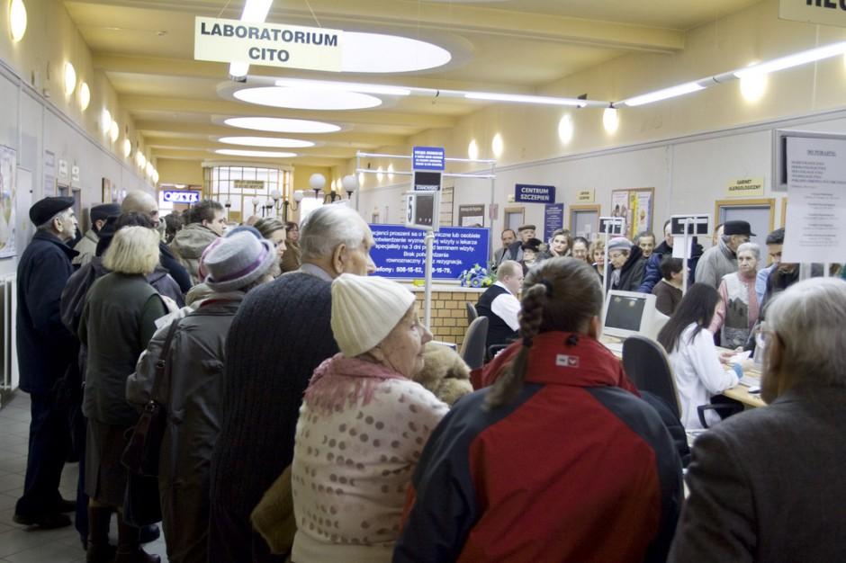 Kraków: gigantyczna kolejka do rejestracji