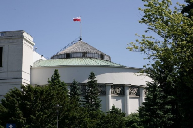 Sejm rozpoczął jednodniowe posiedzenie ws. urlopów rodzicielskich