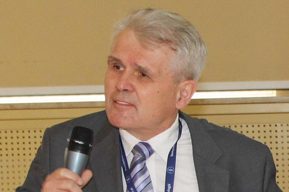 Prof. Stanisław Sierakowski: z oceną remisji w RZS, trochę tak jak z... demokracją