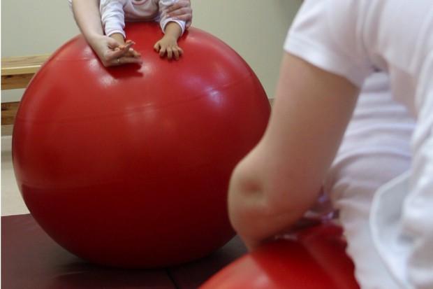 Wrocław: kończą się pieniądze na terapie dla dzieci z porażeniem mózgowym