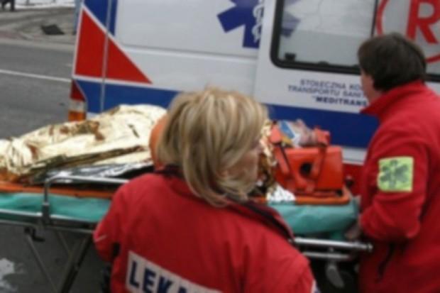 Poznań: dwie osoby ranne w wypadku karetki