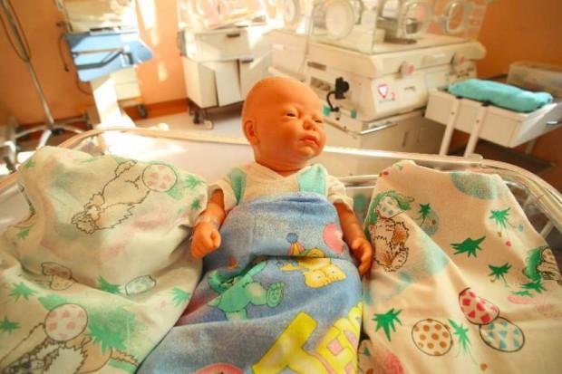 Kolumbia: na antykoncepcję... robot - niemowlak