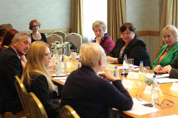 Debata Rynku Zdrowia: chorzy na RZS za późno trafiają do reumatologa