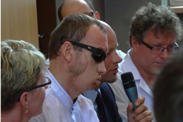 Prof. Maciejewski do pacjenta po przeszczepie twarzy: dziękuję za odwagę i wytrwałość