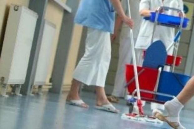 PIP: salowe nie powinny sprzątać basenu