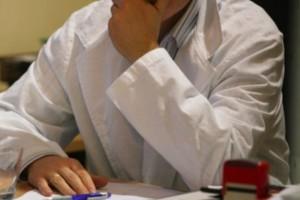 USA: sfrustrowany lekarz nad dokumentacją, czyli to nie tylko u nas