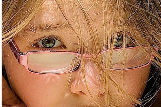 NFZ sugeruje wprowadzenie skierowań do okulisty i dermatologa; jest analiza
