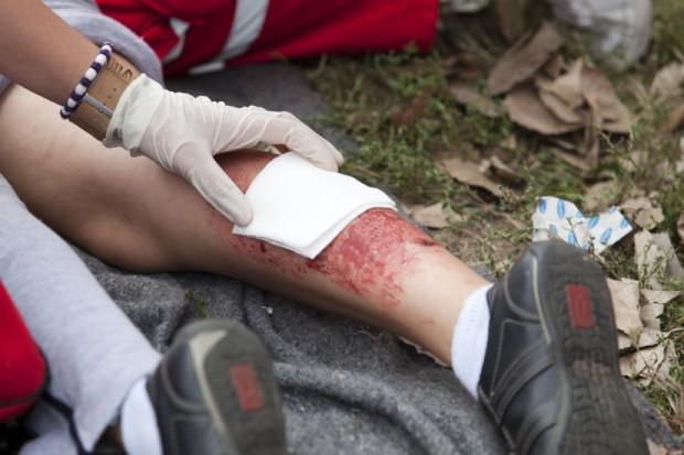 Naukowcy: to gronkowiec jest odpowiedzialny za ból przy zranieniach