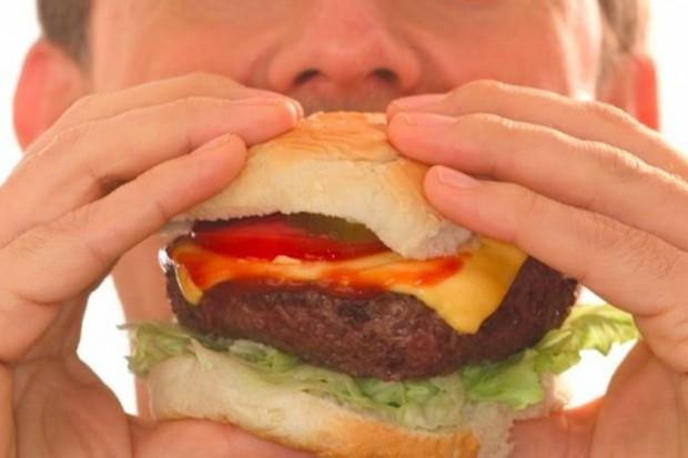 Eksperci do młodzieży: dieta wpływa na nasz zapach i atrakcyjność