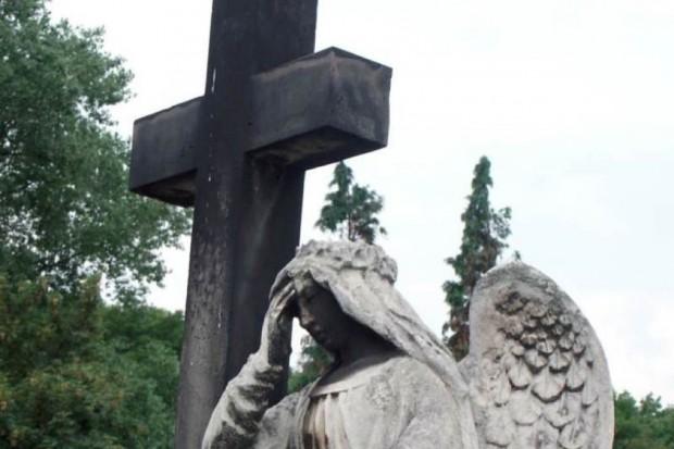 Śląskie: dyspozytor pogotowia odebrał zgłoszenie... z grobu
